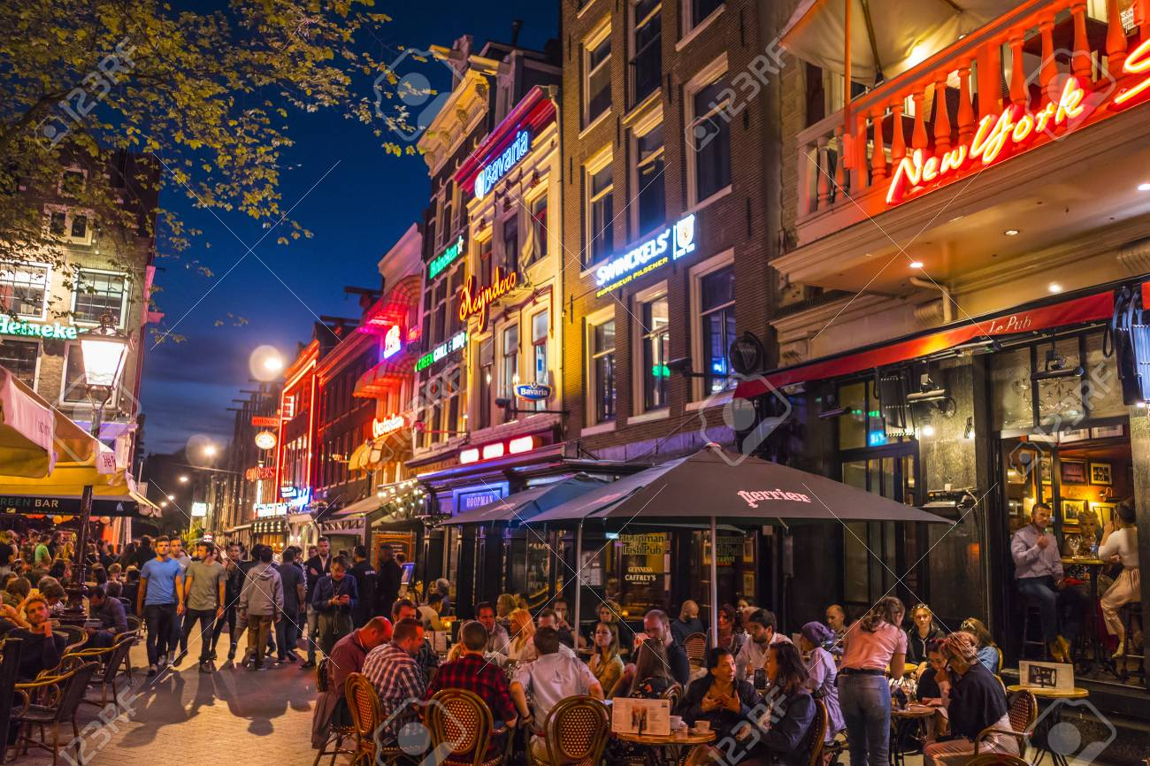 85150168-great-night-life-in-amsterdam-the-famous-leidse-square.jpg